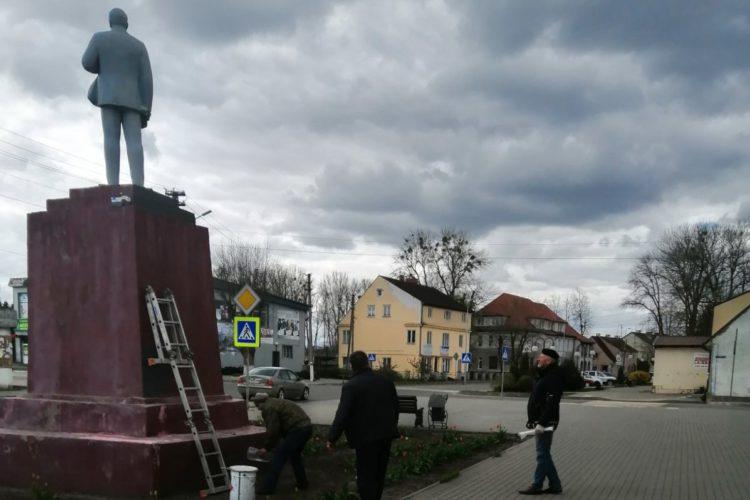 В Краснознаменске коммунисты привели в порядок памятник В.И. Ленину