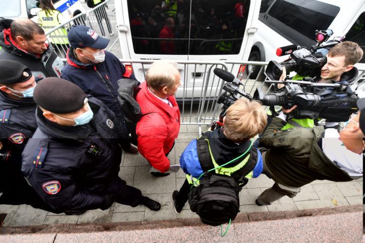 Полиция препятствует подаче иска КПРФ в суд против электронного голосования